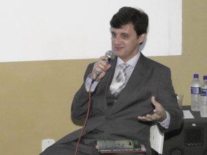 Professor José Geraldo Batista fala sobre seu mais novo livro
