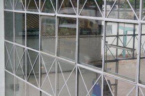 Vidros danificados estão sendo substituídos