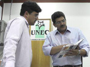 Coordenador dos cursos técnicos, professor João Teixeira de Carvalho e o palestrante José Antônio dos Reis