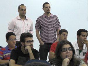 Professores Humberto Bomfim e Alan Barbieri acompanham os trabalhos