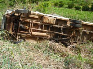 Veículo caiu numa ribanceira de 80 metros