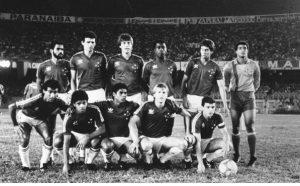 Róbson, primeiro agachado, junto do time campeão mineiro de 1987 (foto: Revista Placar)