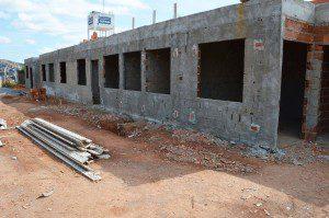 A obra, orçada em 345 mil reais, está sendo construída na Rua F e o trabalho está bastante avançado