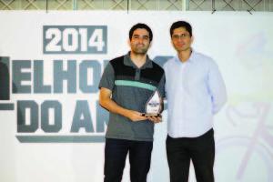 Chefe de Esporte e Lazer, Leandro Viana, representou o município na premiação (Foto: Tiago Ciccarini)