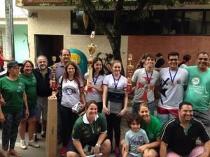 Equipe Arco Íris comemora o primeiro lugar