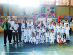 Equipe da Korion que disputou o Manhuaçu Open de Taekwondo
