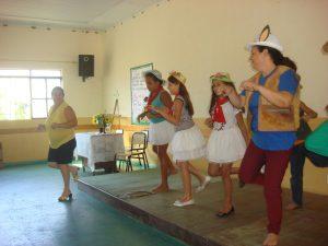 Números de teatro e dança alegraram o ambiente