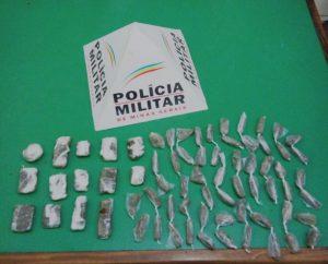 Droga foi encontrada em uma sacola que tinha sido dispensada pelos menores
