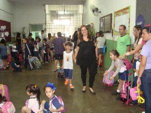 Mãe de Renzo, Débora Rocha de Azevedo, destaca a importância dos pais participarem da vida escolar dos filhos
