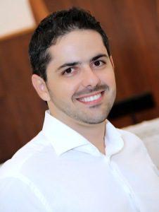 Paulo Batista Araújo Filho é formado em Ciências Biológicas e Recursos Naturais pela UFES. Atualmente trabalha no renomado Lawrence Berkeley National Laboratory (LBNL), Berkeley – Califórnia/EUA