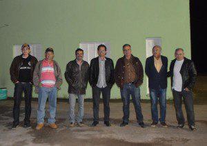 Representantes da Prefeitura e membros da comunidade do distrito de Santa Luzia