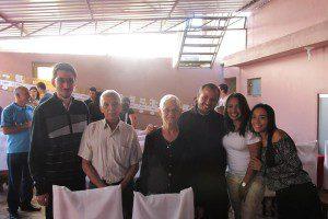 O casal ao lado de frei Ronan, aspirante Cláudio, Ana Carolina Cardozo Fernandes e Magda Cardozo Rosa