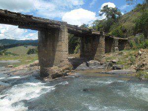 Ponte antiga foi substituída (foto: Arquivo)