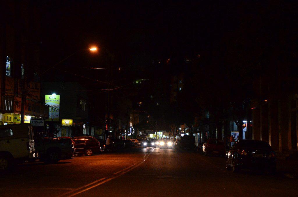 Situação da Rua Coronel Pedro Martins. A foto foi tirada na noite de sexta-feira (24)