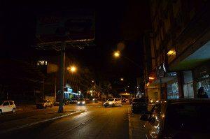 Alguns postes da Avenida Catarina Cimini estão com as lâmpadas queimadas (Foto feita na noite do dia 24 de julho de 2015)
