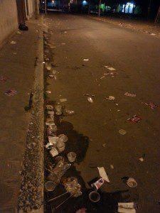 Copos foram deixados em via pública