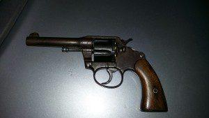 Arma foi encontrada dentro do Astra