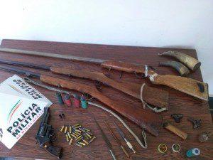 Armas encontradas na casa do denunciado