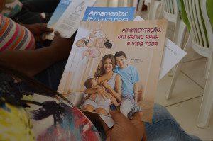 Folhetos sobre a importância da amamentação foram distribuídos