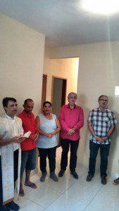Padre José Carlos abençoou a nova casa