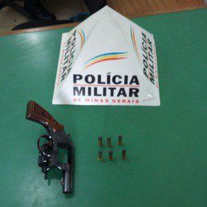 Revólver e munições apreendidos na casa de Edenésio