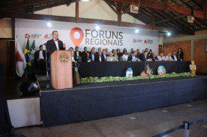 Deputado estadual Adalclever Lopes, presidente da Assembleia Legislativa, faz o seu pronunciamento (foto: Guilherme Dardanhan/ALMG)