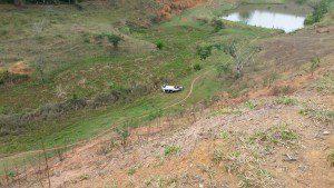 Veículo desceu em uma ribanceira de 30 metros