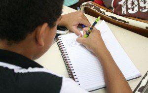 Na prova objetiva de leitura, 13,02% dos estudantes de Caratinga ainda estão no nível de proficiência 1, ou seja, são capazes de ler palavras com estrutura silábica canônica (Foto: Imagem Ilustrativa)
