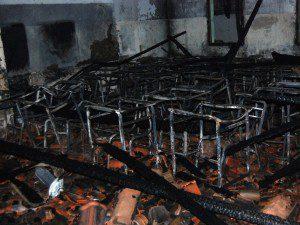 Fogo consumiu carteiras e armários (foto: Geraldo Fotógrafo/Ipanews)