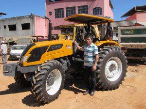 Secretário Municipal de Agricultura, Francisco Dornelas, disse que o trator irá implementar as atividades agrícolas no município