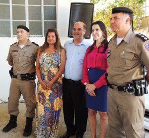 Tenente Wallace, presidente do CONSEP Elinete Assis, prefeito Hamilton Chagas, promotora Vanessa Andrade e major Sérgio Renato