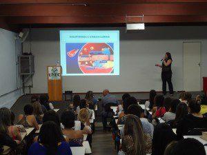 Auditório cheio de alunos para receber novos conhecimentos