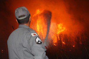 Foram gastos aproximadamente seis mil litros d'água para combater o incêndio