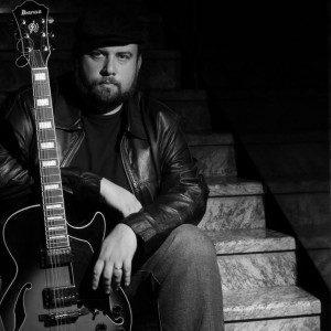 Nathan Vieira – guitarra, violão e voz