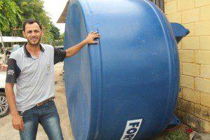 Valdir Vieira afirma que tendência é que a venda de caixa d'água cresça ainda mais nos próximos dias