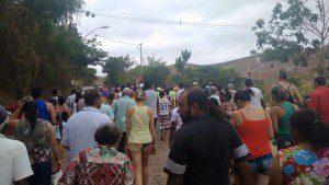 As súplicas se estendiam ao pedido de chuvas, de modo a aliviar a série crise hídrica enfrentada pelo município (Foto: Adélia Soares)