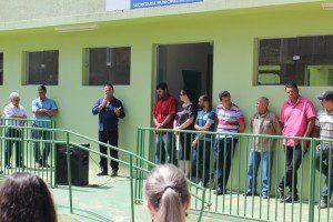 Prefeito Rogerinho discursa durante a inauguração