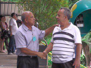 Sebastião Andrade, gerente do Campus II, recebe os candidatos e seus familiares