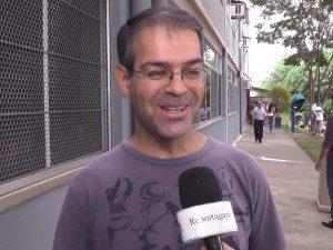 Vagner Ribeiro dos Santos, gerente de relacionamento do Banco do Brasil, levou o filho para prestar vestibular