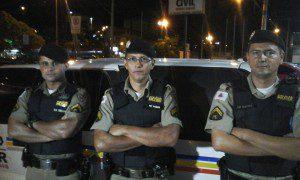 Equipe do Tático Móvel que efetuou a prisão e recolheu a droga