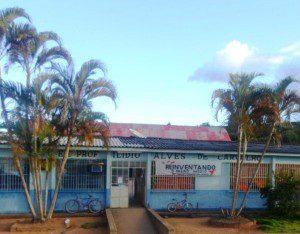 Fachada da escola que foi alvo da ação dos bandidos