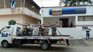 Duas motos foram encontradas no Córrego São Silvestre. A outra moto foi apreendida em ocorrência registrada em Dom Cavati