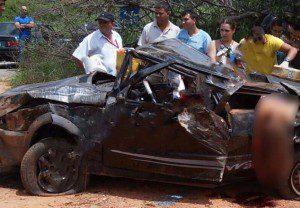 Carro capotou e um dos passageiros veio a falecer