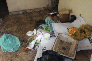 Muito lixo acumulado na residência