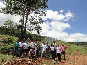 Pessoas que realizavam trabalhos voltados para o Meio Ambiente (foto: Arquivo IBIO)