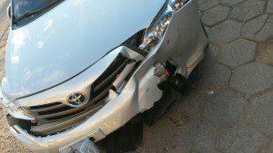 Colisão danificou a parte dianteira do veículo