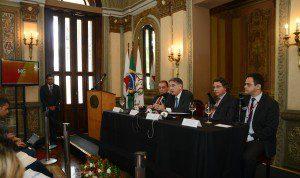 Lançamento aconteceu na manhã de ontem, no Palácio da Liberdade (Foto: Manoel Marques / Imprensa MG)