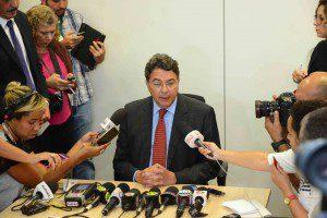 Secretário Helvécio Magalhães fala sobre o pagamento dos servidores estaduais (Foto: Marcelo Sant'Anna/Imprensa MG)