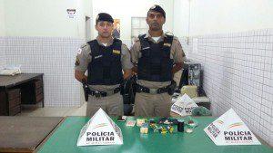 Militares que fizeram a apreensão da droga e do menor