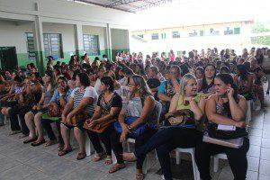 Profissionais lotaram a Escola Estadual Engenheiro Caldas no primeiro dia de designação
